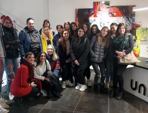 Visitamos las instalaciones de Uniter y una exposición de Norman Parkinson